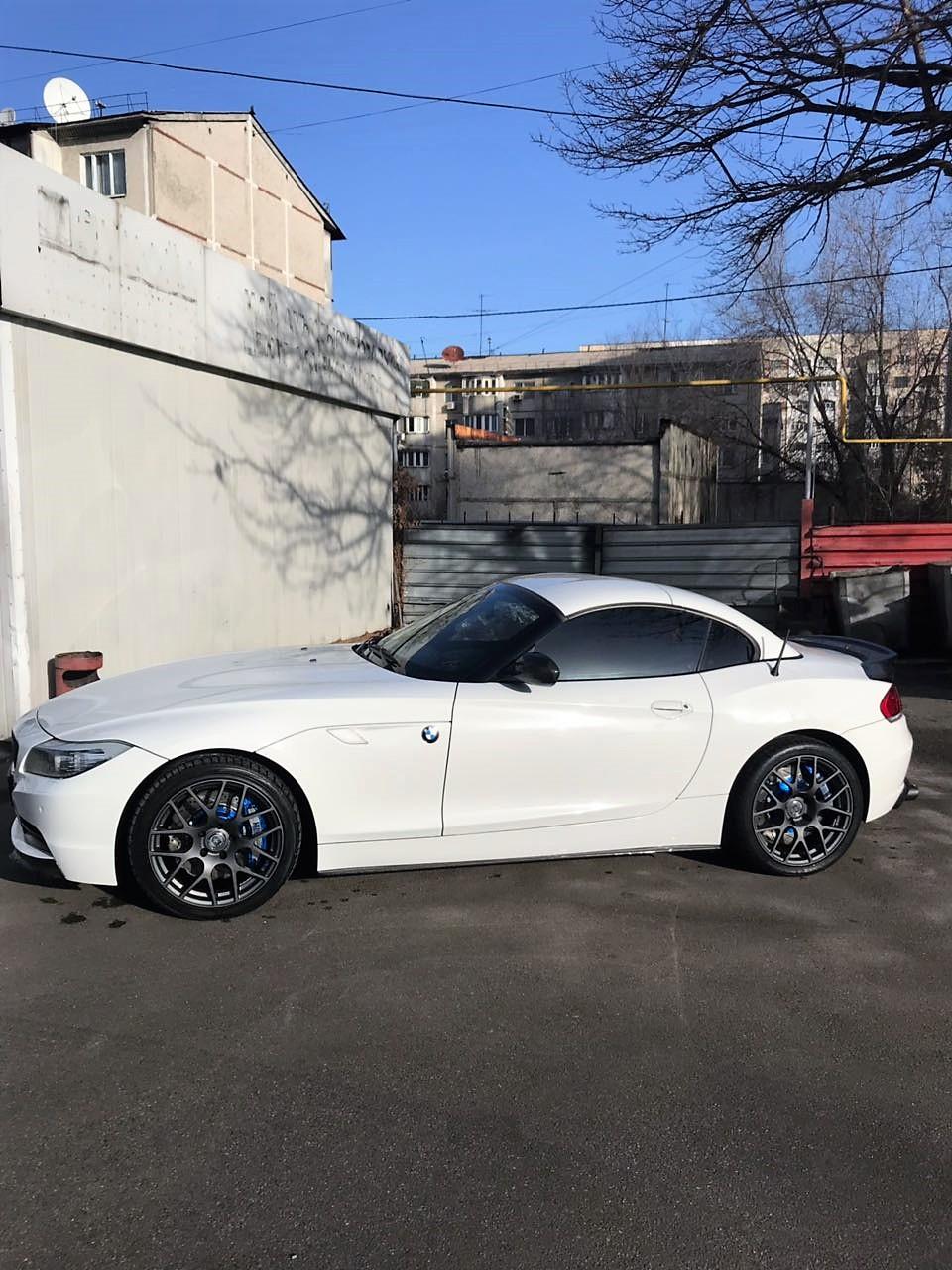 Замена тормозов на BMW Z4 sDrive 35is E89. Ставим HP-Brakes.